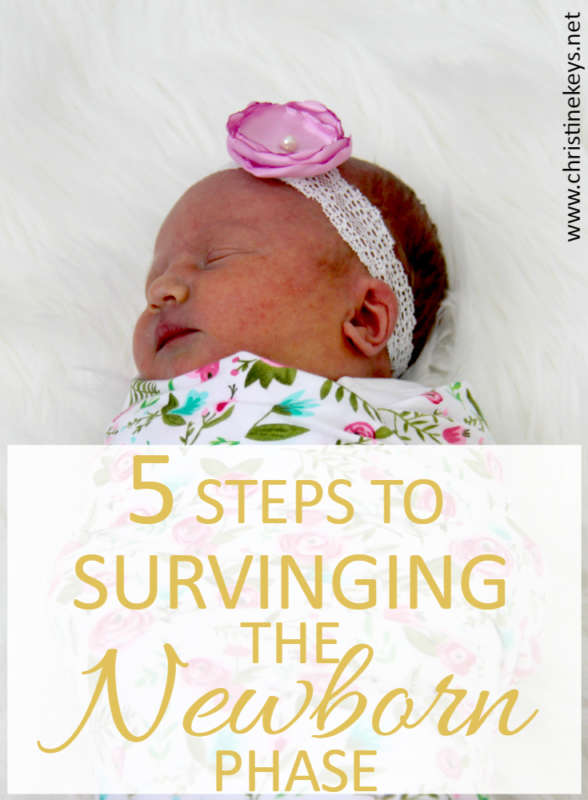 5 Steps To Surviving The Newborn Phase || Those first few months of having a baby can be really tough. Use these tips to make life easier for everyone. #babywise #newborn #sleeptips #parenting #motherhood