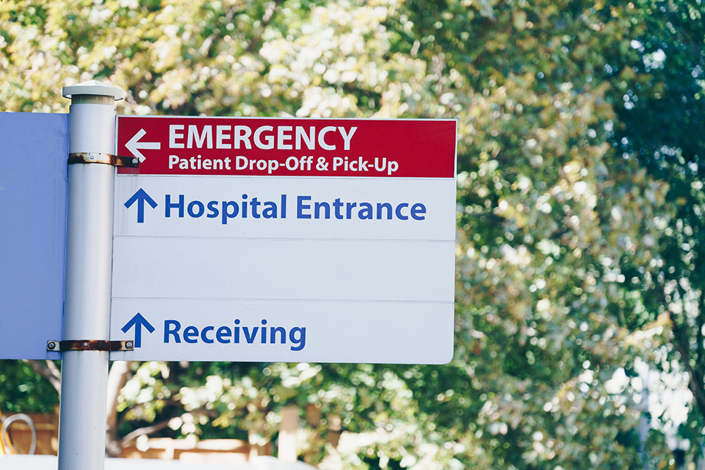 sign to hospital entrance