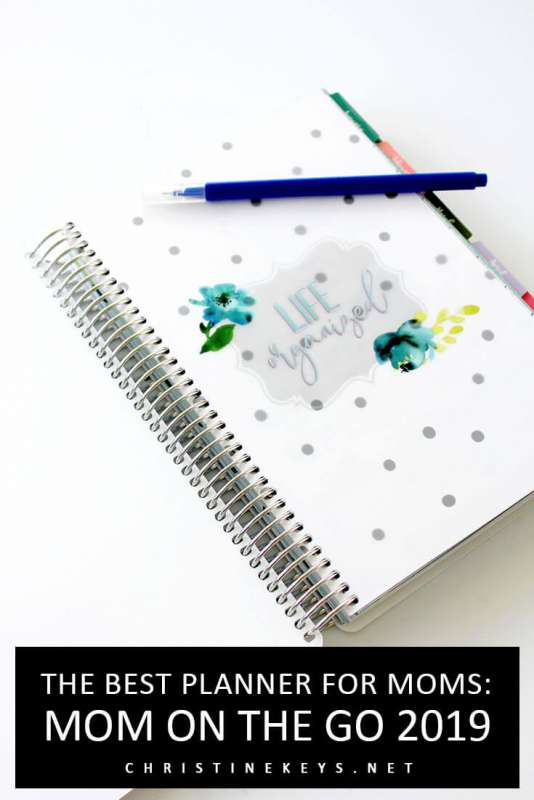 The Best Planner for Moms: Mom on the Go 2019 || Find out all about the 2019 Mom on the Go paper planner and see if it's the right planner for you.